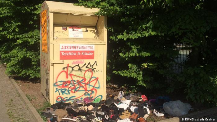 Clothes collection bin (DW/Elizabeth Greiner)
